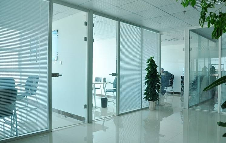 南京厂家直供双玻百叶隔断 单玻隔断 办公室厂房隔断 钢化玻璃