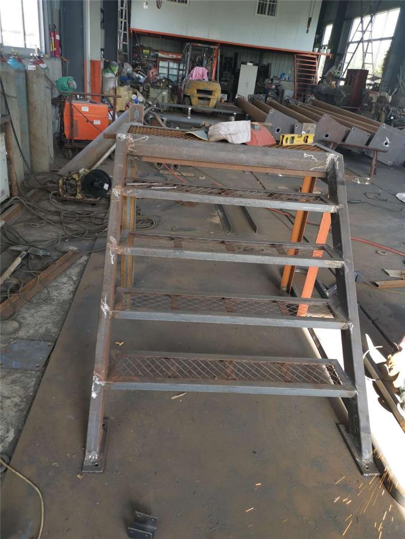 定制生产组合式安全爬梯 加工安全爬梯 工业爬梯