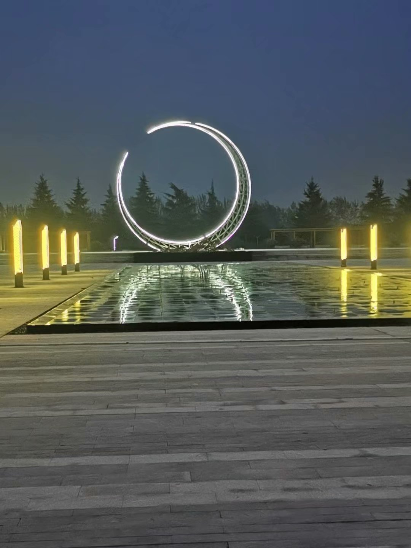 厂家大型广场不锈钢雕塑  室外景观  广场坐凳  广场大型月亮不锈钢雕塑