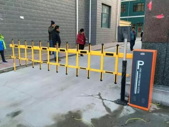 定制安装智能栅栏道闸杆 自动升降栅栏式收费道闸 停车场道闸系统