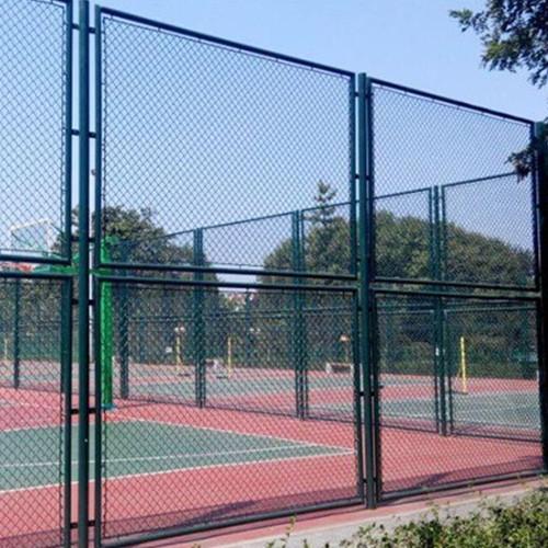 学校护栏网-加工球场围栏-体育场护栏-上海润程-绿色勾花网