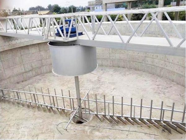 江苏厂家大量供应污水处理厂 辐流沉淀池处理ZCGN型中心传动垂架式刮泥机