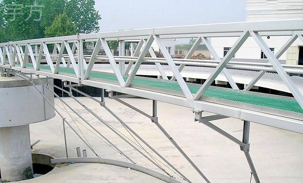 南京宇方厂家供应桥式刮泥机 污水处理ZBGN型周边传动桥式刮泥机定制